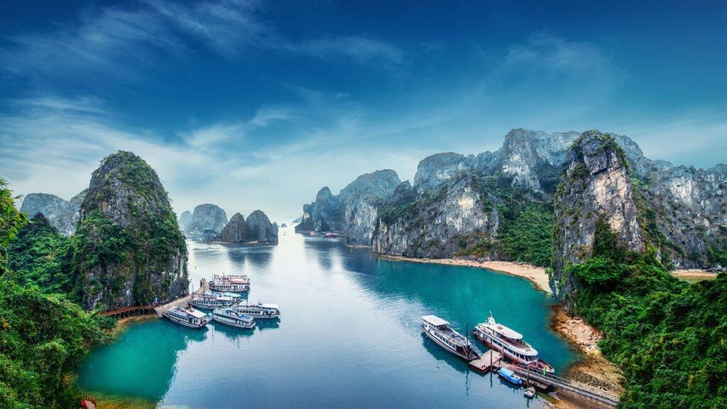 картинка фотография курорта Халонг-Бей во Вьетнаме